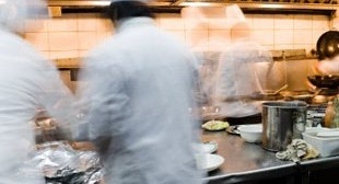 Restaurant Delivery Workers at Chop't Restaurants Sue For Labor Violations | WaiterPay.com